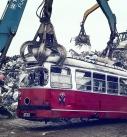 Ausgemusterte Strassenbahn der Wiener Linien wir bei der Firma Scholz in Laxenburg verschrottet.