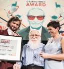 James Randi (mitte) erhält den ersten Heinz Oberhummer Award für Wissenschaftskommunikation.