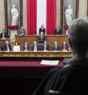 Margit Fischer beobachtet ihren Mann Bundespräsident Heinz Fischer bei seiner Rede zum Abschluss seiner Amtszeit.